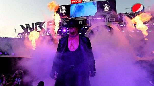 Who will face Undertaker at WrestleMania 32?