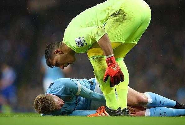 Everton goalkeeper Joel Robles apologises after accusing injured Kevin De Bruyne of time-wasting