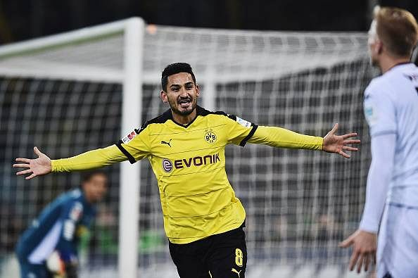 Borussia Dortmund overpower Borussia Monchengladbach 3-1 to maintain pressure on Bayern Munich