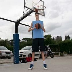7 ft 7 in teen basketball player eats 7 times a day to