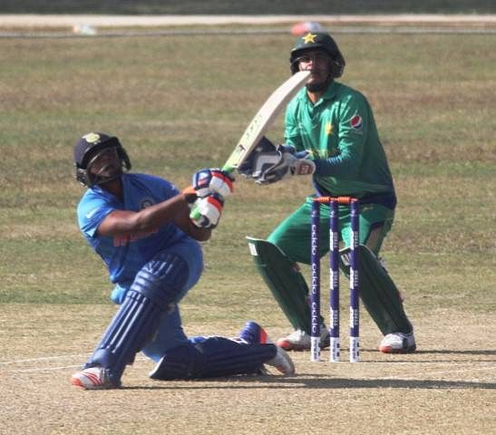 Sarfaraz hits 81 and Khaleel takes 5-30 as India scores morale-boosting win over Pakistan