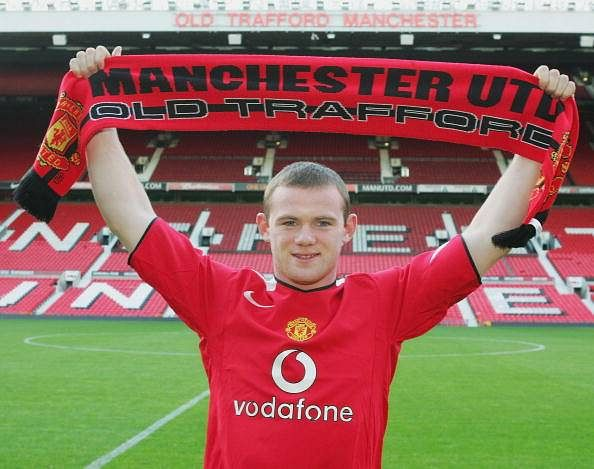 Wayne Rooney signs Man Utd