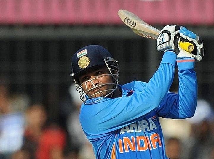 Video: Virender Sehwag plays the helicopter shot in the MCL