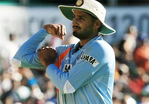 Harbhajan Singh trolls Rohit Sharma on Twitter, Yuvraj Singh joins in