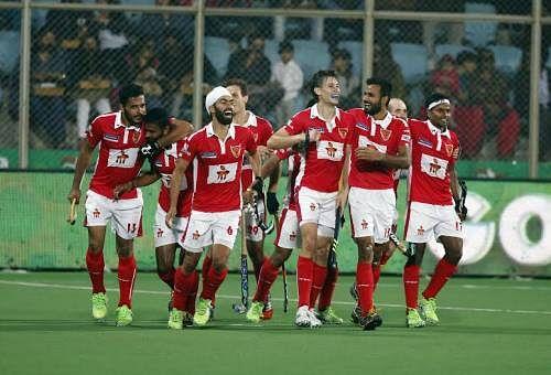 Dabang Mumbai H.C. create records in 8-3 rout of Delhi Waveriders