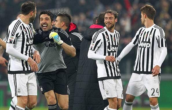 Serie A: Gianluigi Buffon praises Juventus defence for Napoli win