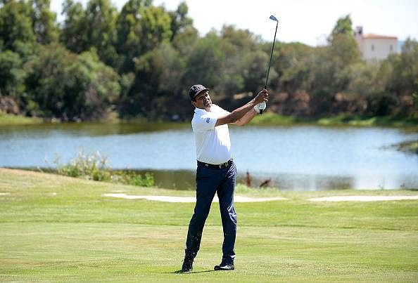 Kapil Dev plays golf near Taj Mahal