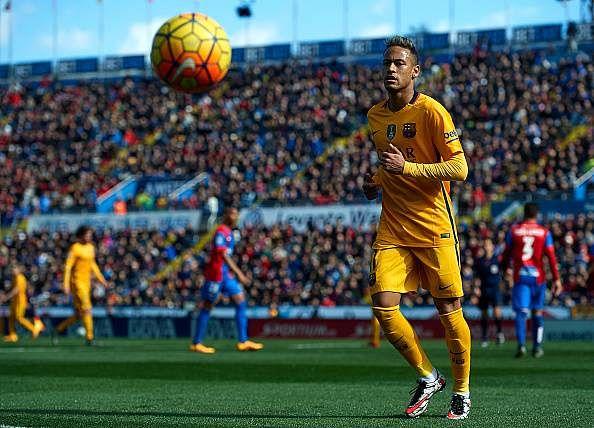 Neymar happy at Barcelona, says club's director of football Robert Fernandez