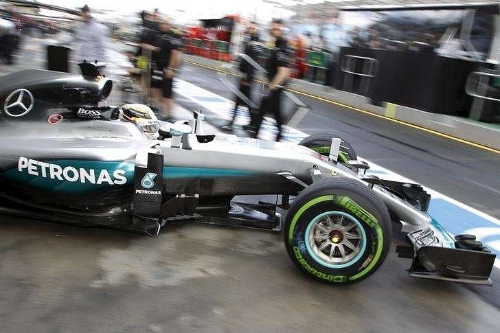 Australian GP: Lewis Hamilton quickest in final practice