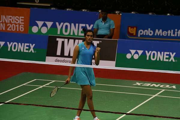 Saina, Sindhu reach quarters; Lin Dan, Lee Chong Wei out of India Open