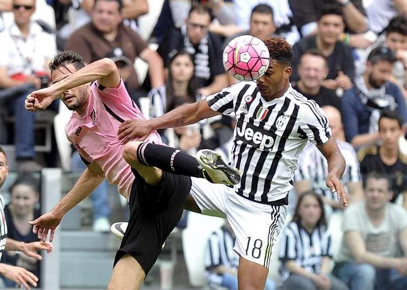 Juve close in on title, Totti scores late brace in Roma win