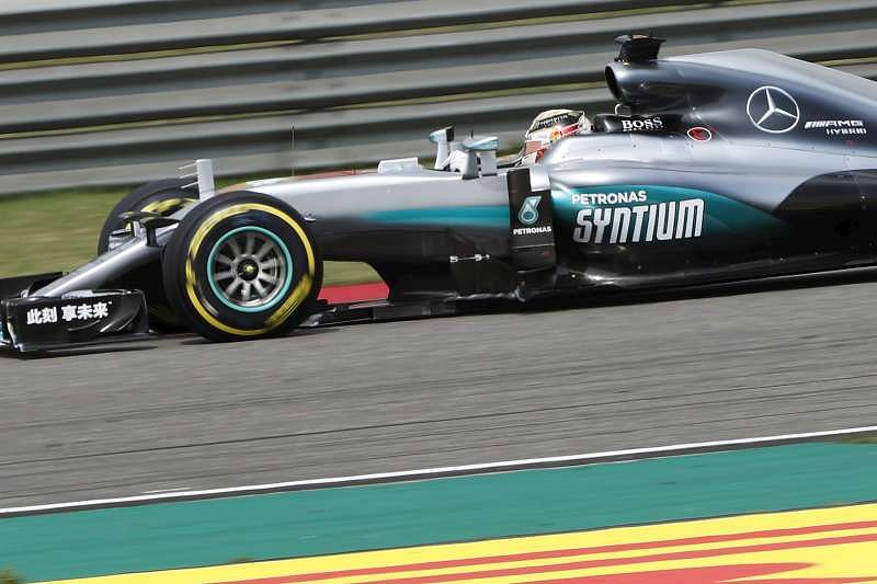 Russian GP: Lewis Hamilton looks to break Nico Rosberg streak