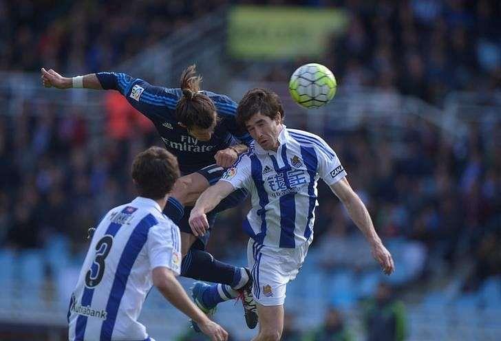Bale header keeps Real's title hopes burning