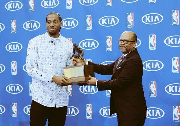 Spurs forward Kawhi Leonard wins KIA NBA Defensive Player of the Year for second year running