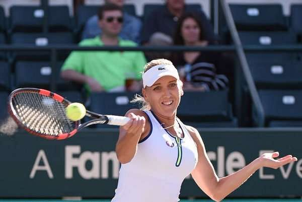 WTA Charleston: Vesnina, Stephens proceed to final as Kerber retires