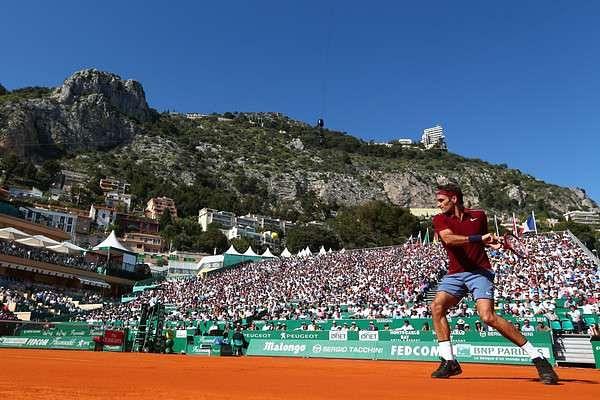 Monte Carlo Masters: Federer makes winning return, Murray struggles