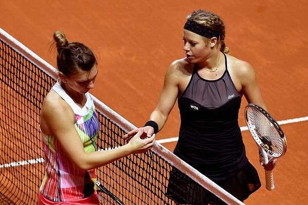 WTA Stuttgart: Radwanska, Kvitova through; Halep shocked