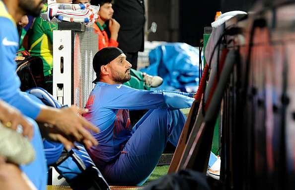 IPL 2016: Harbhajan requests media to leave Virat Kohli and Anushka Sharma alone