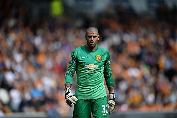 Victor Valdes set to return to Manchester United from Standard Liege