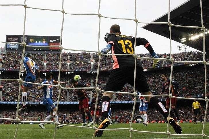 European roundup - Bayern, PSV crowned but Barca must wait