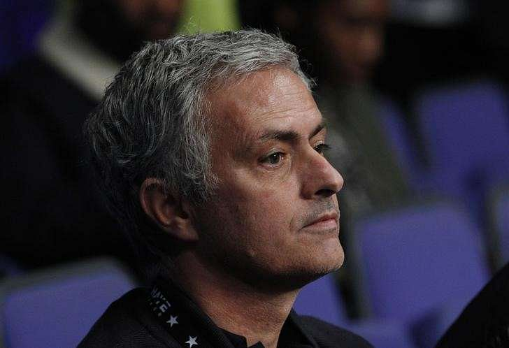 Mourinho set for United, Van Gaal won't discuss leaving