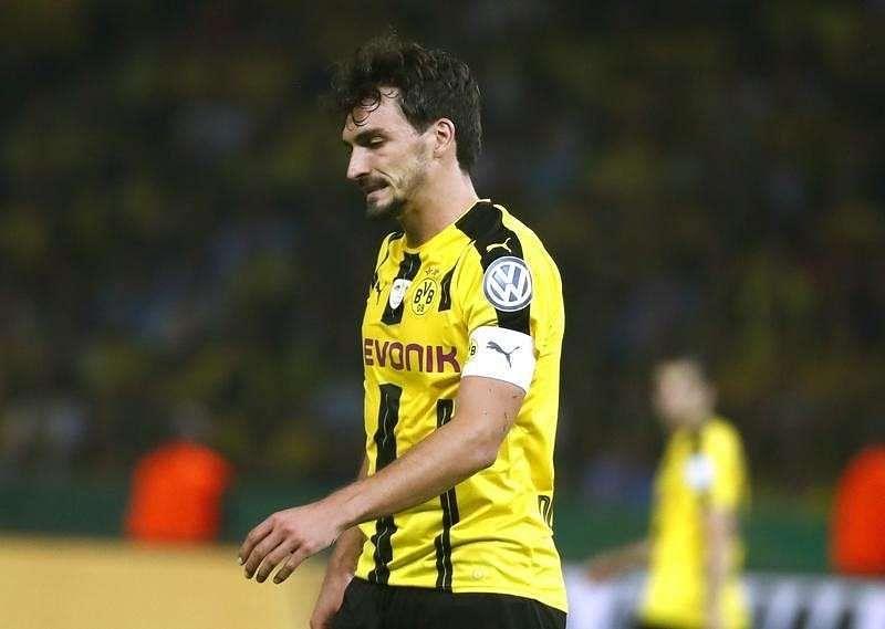 Germany defender Hummels completes move to Bayern