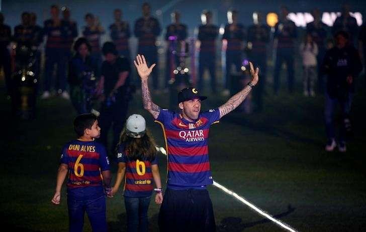 Barca defender Alves interests several clubs, says agent