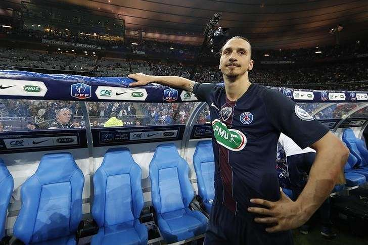 Ibrahimovic backs Mourinho but tightlipped on future