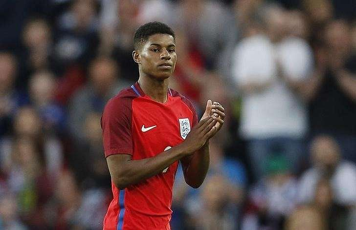 Rashford signs long-term contract with Man United