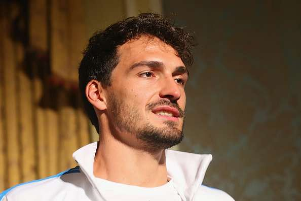 Mats Hummels officially signs with Bayern Munich until 2021