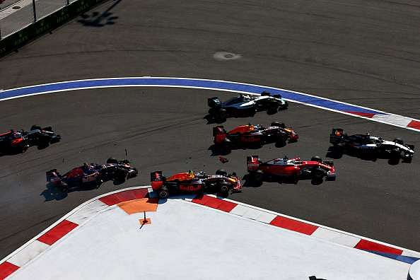 Russian GP: Red Bull's Daniil Kvyat apologises to Sebastian Vettel for crash