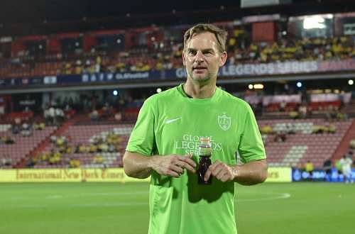 Ronald De Boer feels Jose Mourinho is similar to Louis Van Gaal