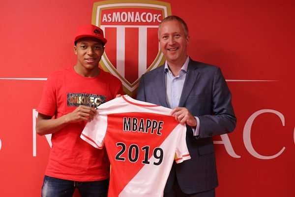 ¿Cuánto mide Kylian Mbappé? - Real height Cc30ectwaaadrj2-1468243908-800