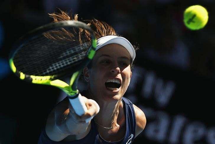 Serena overwhelms Konta to sweep into Melbourne semis