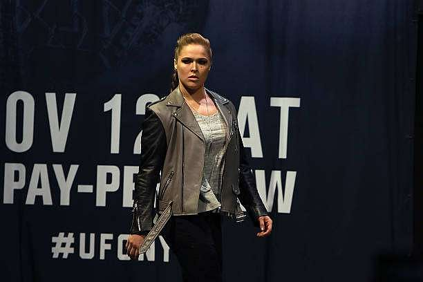 ronda-rousey-walks-on-stage-for-her-face