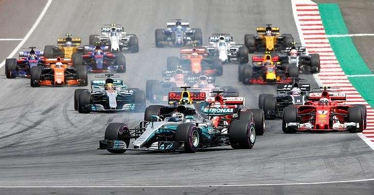 Formula One - F1 - Austrian Grand Prix 2017 - Red Bull Ring, Spielberg, Austria - July 9, 2017 Mercedes' Valtteri Bottas leads at the start of the race Reuters/Dominic Ebenbichler