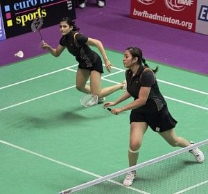 India's Ashwini Ponnappa (L) and Jwala Gutta (R)